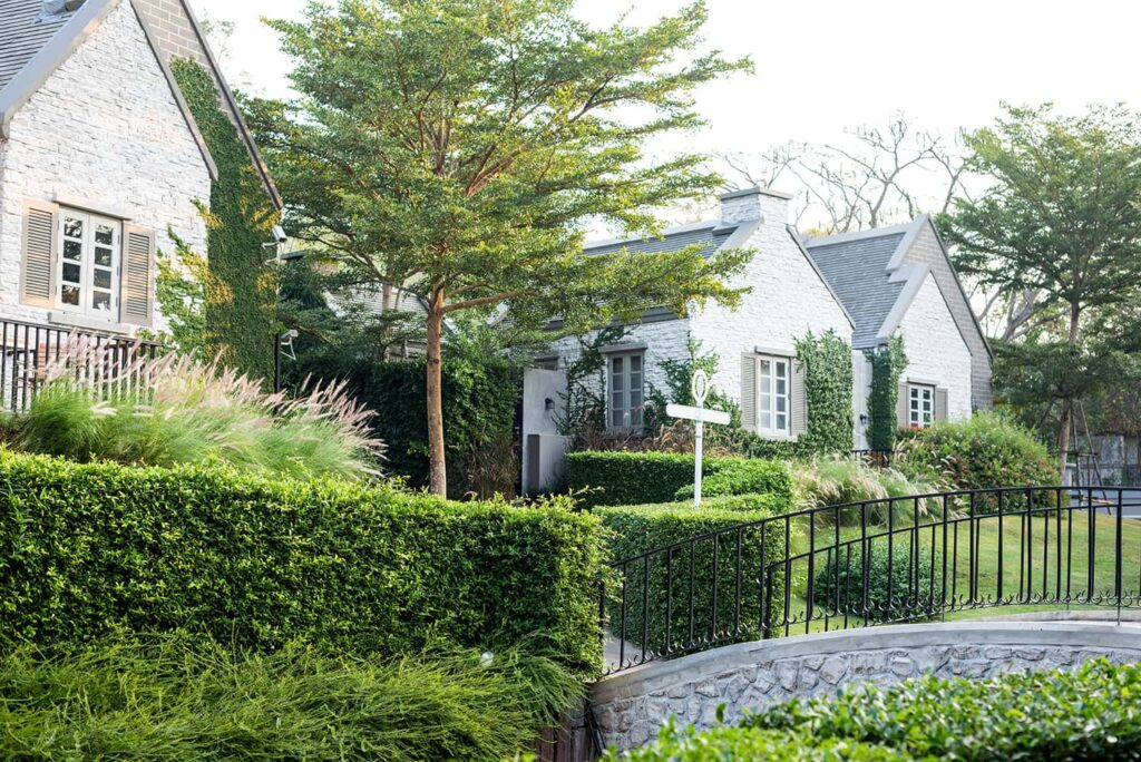 Maisons et jardins de banlieue